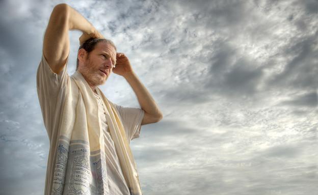 תפילת שחרית (אילוסטרציה: By bbtomas, shutterstock)