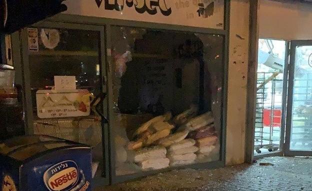 ירי לעבר אשדוד - פגיעה במרכז מסחרי (צילום: N12)