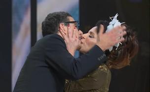 """סוף סוף: הנשיקה של לימור ושמעון (צילום: מתוך """"מועדון לילה"""", קשת 12)"""