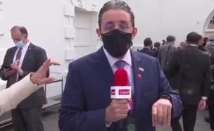 דנה ויס נכנסת לשידור מהאמירויות (צילום: תחנת Emarat-TV)