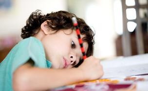 ילד לומד (צילום: Juriah Mosin, shutterstock)