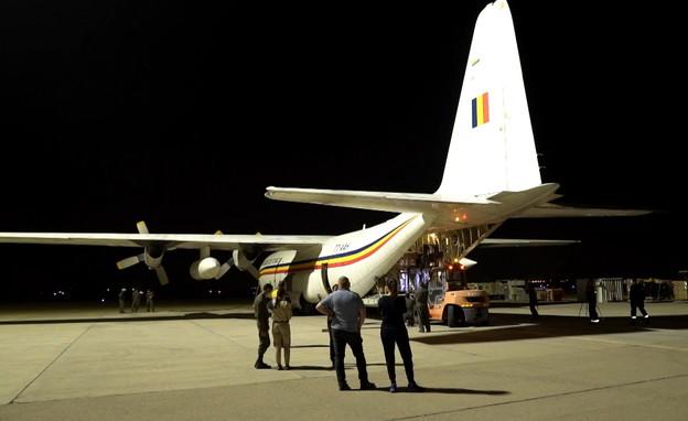 העברת ציוד לצ'אד (צילום: טבוסוב אמיל, Israeli Flying Aid)