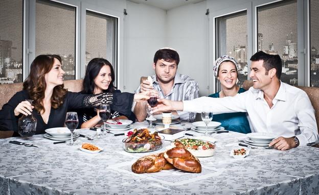 """ארוחת שישי, """"סרוגים"""" (צילום: פיני סילוק באדיבות yes, יחסי ציבור)"""