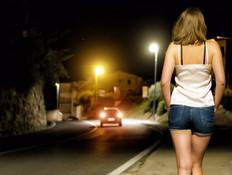 אישה ברחוב (צילום: shutterstock   Dmitri Ma)