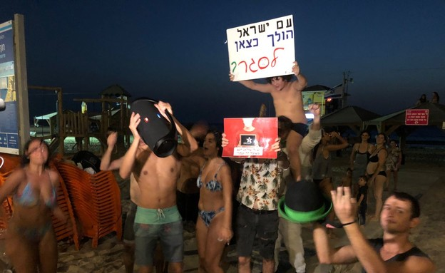 מסיבה בחוף בתל אביב (צילום: N12)
