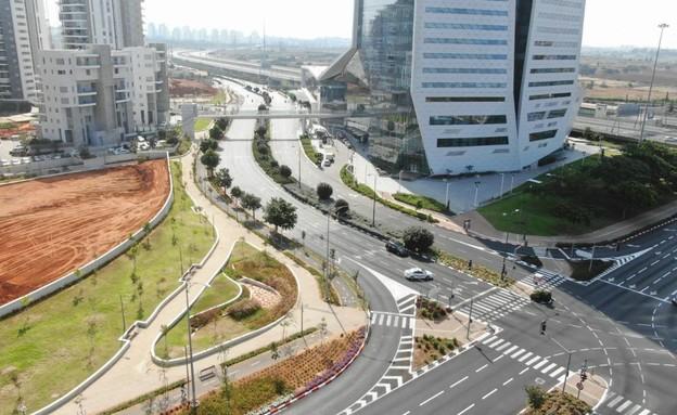 כבישים ריקים ומחסומי משטרה