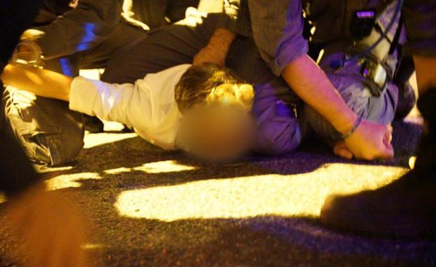 מעצר הנהג שכמעט דרס מפגינים בבלפור (צילום: אסף שרון)