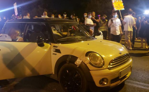 מעצר הנהג שכמעט דרס מפגינים בבלפור (צילום: N12)