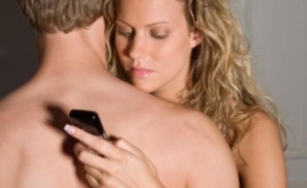 גבר ואישה מתחבקים (צילום: אימג'בנק / Thinkstock)