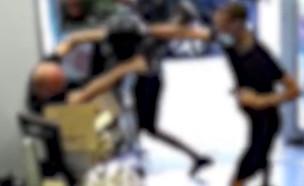 """העיר ללקוחה על מסיכה והותקף באכזריות (צילום: מתוך """"חדשות הבוקר"""" , קשת 12)"""