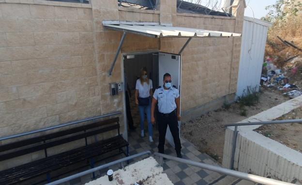 בר רפאלי הגיעה למרכז עבודות השירות בנווה תרצה (צילום: N12)