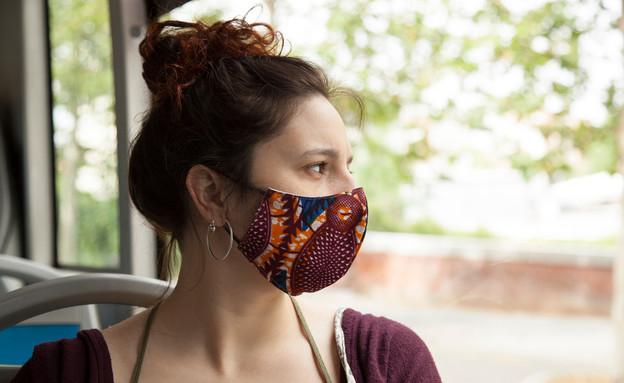 אישה עוטה מסכה (צילום:  Moha El-Jaw, shutterstock)