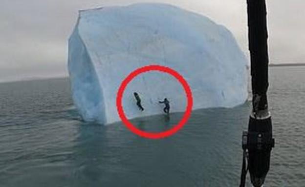 הקרחון מתהפך במים (צילום: ViralHog)