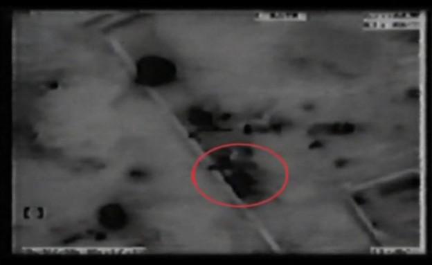 שירן אמסילי יורה מהחומה בקרב בבינת ג'בל (צילום: מתוך תאגיד השידור