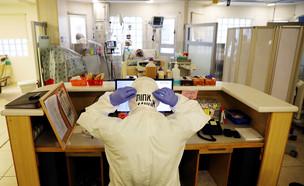 מחלקת הקורונה בבית החולים איכילוב (צילום: שי פרנקו, רויטרס)