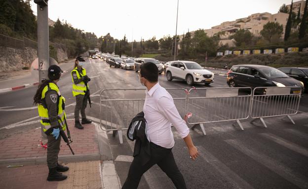 סגר, משטרה, שוטרים, כביש (צילום: יונתן זינדל, פלאש 90)