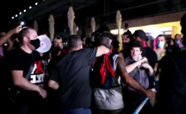 תיעוד: עימות בין צוות של ערוץ 20 למפגינים בת