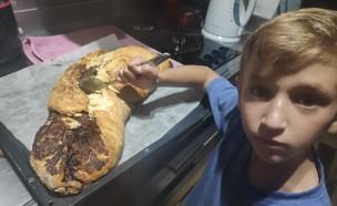 נועה מבשלת עם הילד (צילום: עצמי)