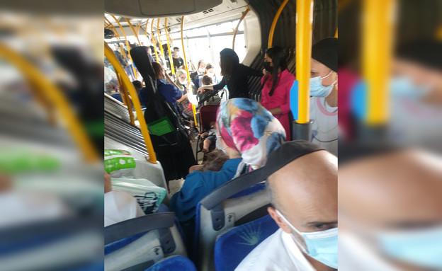 עומס נוסעים בתחבורה הציבורית (צילום: ברוך הנוורקר)