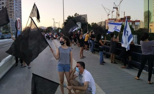 מחאת הדגלים השחורים ברחבי הארץ (צילום: הדגלים השחורים)