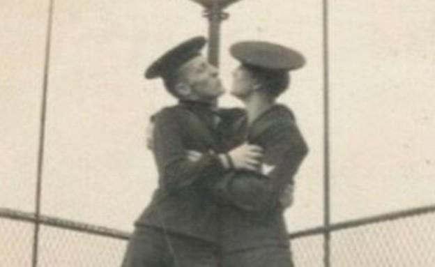 """מתוך ספר הצילום: """"LOVING A Photographic History"""" (צילום: לא ידוע, LOVING A Photographic History)"""