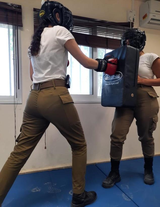 """אימונים באומנויות לחימה לנפגעות תקיפה מינית (צילום: דובר צה""""ל)"""