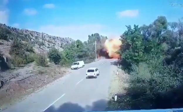 תיעוד: טיל של התעשייה האווירית פוגע בגשר באזרבייג'ן