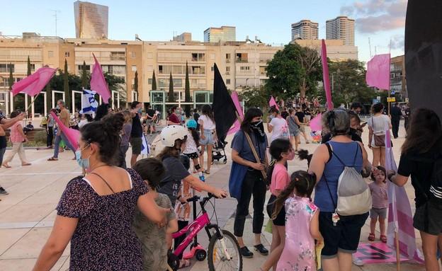 המחאה נגד נתניהו בכיכר הבימה (צילום: N12)