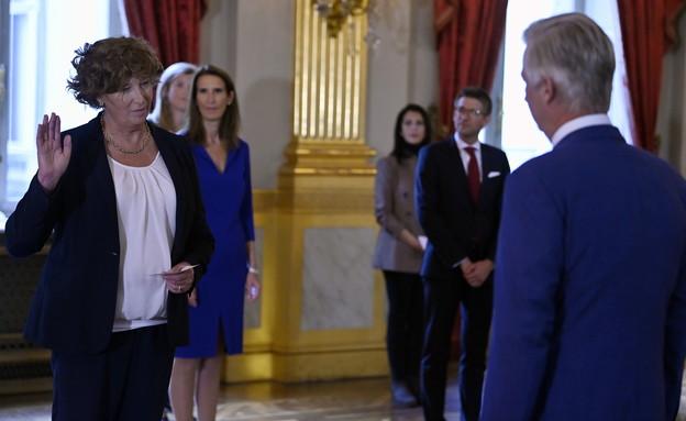 פטרה דה סוטר נשבעת אמונים למדינה בפני מלך בלגיה פי (צילום: ERIC LALMAND/BELGA MAG/AFP, Getty Images)