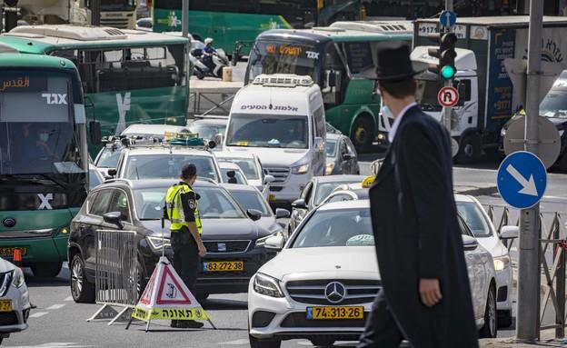 מחסום בסגר בירושלים (צילום: Olivier Fitouss, פלאש 90)