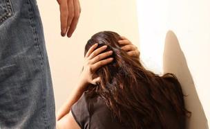 אישה מוכה (צילום הדמיה) (צילום: עודד קרני, אתר קשת)