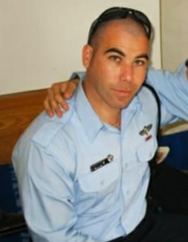 שי לוי כשוטר (צילום: אלון חן)