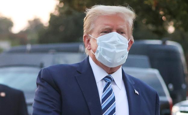 טראמפ מחוץ לבית החולים (צילום: reuters)