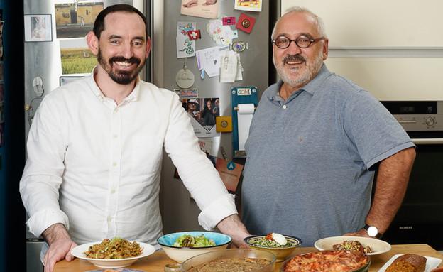 פיליפ גוטליב, בשלן, ובנו אורי (צילום: יאמי)