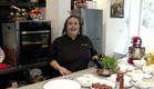 """נוף עתאמנה אסמעיל מכינה קובה במילוי גבינות (צילום: מתוך """"ישראל מבשלת ביחד"""", קשת 12)"""
