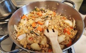 אורז מלא עם ירקות. הרגשנו חגיגי - יצא חגיגי (צילום: נועה יחיאלי, אוכל טוב)