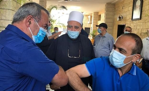 פרופ' רוני גמזו מבקר בג'ולס (צילום: משרד הבריאות)