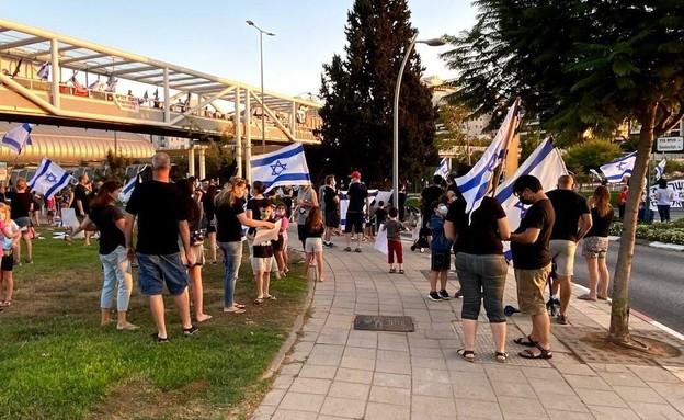 הפגנות נגד נתניהו בכפר סבא (צילום: N12)