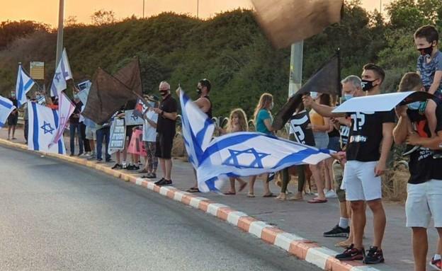 הפגנות נגד נתניהו בנס ציונה (צילום: N12)