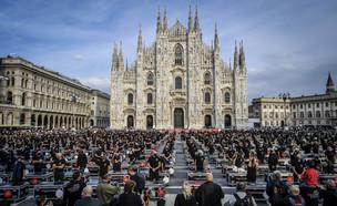 הפגנת מוזיקאים ואמנים במילאנו נגד הגבלות הקורונה (צילום: AP)