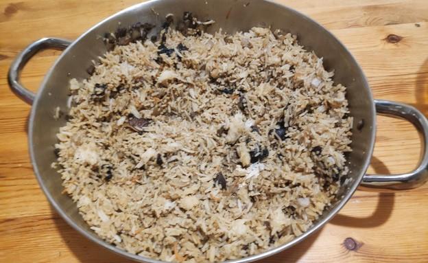 נועה מכינה ארוחת שאריות (צילום: פרטי)