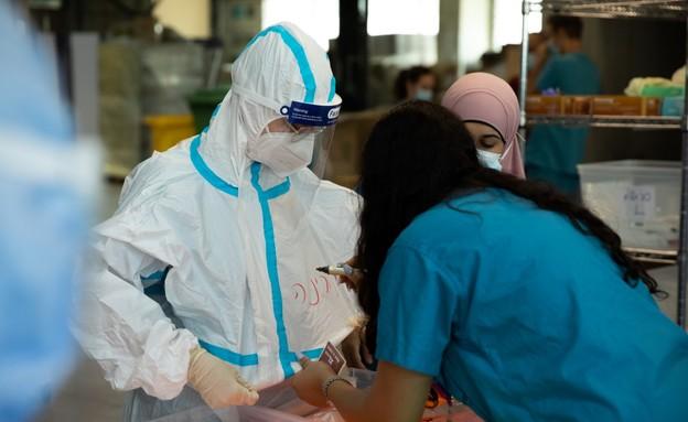 """הצוות הרפואי במחלקת הקורונה של צה""""ל ברמב""""ם (צילום: דובר צה""""ל )"""