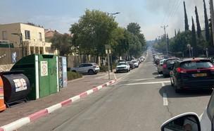 הפקקים ביציאה מכפר האורנים בזמן השריפה (צילום: נוי מלובץ)
