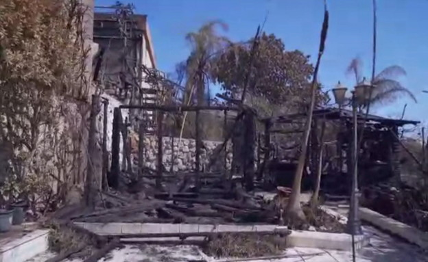סיור בבית שנפגע בשריפה בנוף הגליל