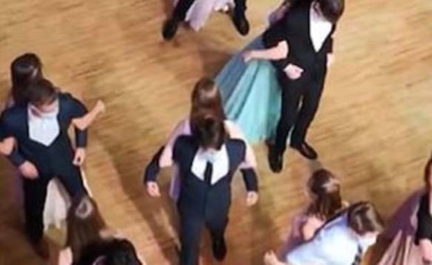נשף ריקודים בקורונה (וידאו AVI: יוטיוב )