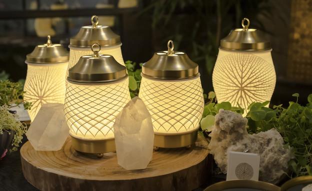 קומיוניטי, מנורות בעיצוב מיכל לויצקי (צילום: יוסי לוי)