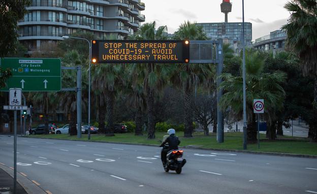 שלט תנועה (צילום: Sebastian Reategui, shutterstock)