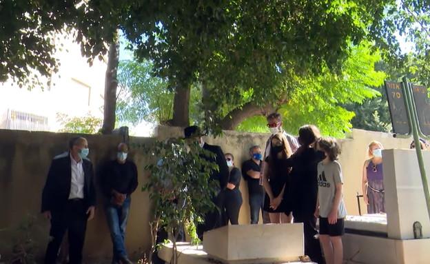 הלוויה של איתן הבר (צילום: החדשות 12)