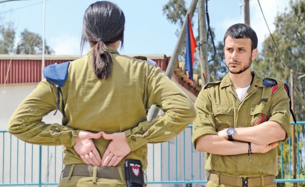 """אסי עזר משטרה צבאית (צילום: ליאור עפרון, עיתון """"במחנה"""")"""