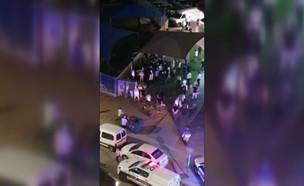 המהומה במהלך הגעת השוטרים לבית הכנסת באשקלון